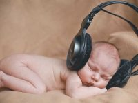 Does music help baby brain development?